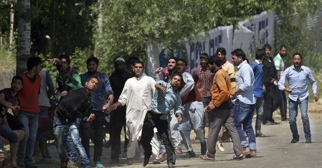 Kashmir villagers rise up, foil rebel-hunting Indian troops