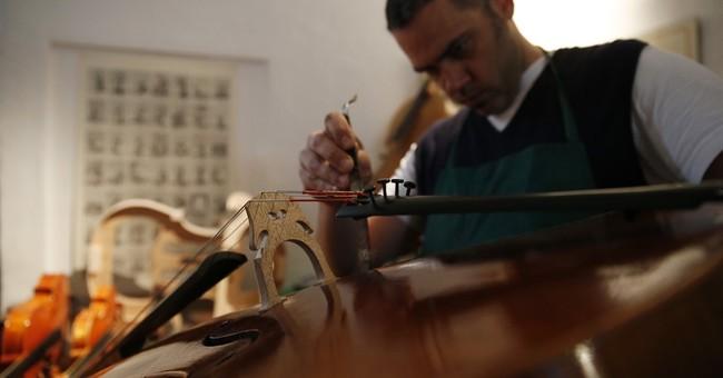 AP PHOTOS: Violinmaking thrives in the land of Stradivarius