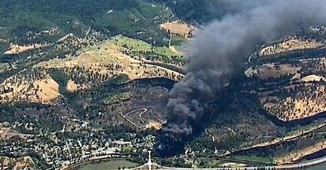 Oregon train derailment spills oil, sparks fire