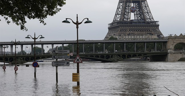 Paris museum reopens as French floods slowly ease