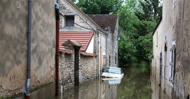 Floods, strikes, security: French tourism faces challenges