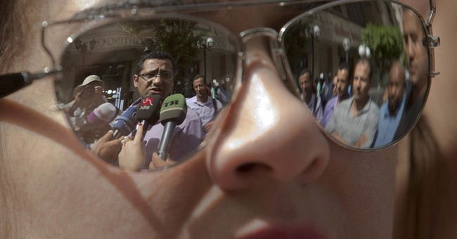 Egypt begins trial for head of journalists union, 2 members