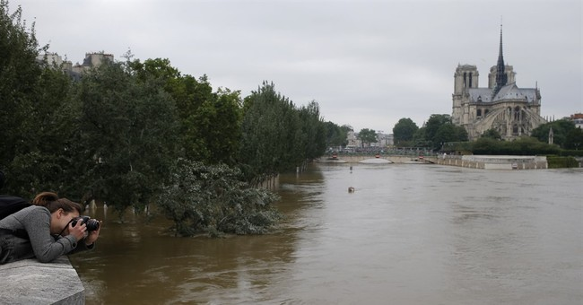Seine River peaks in Paris, top museums stay shut for days