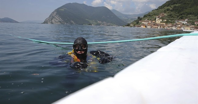 Correction: Italy-Christo Floating Piers story