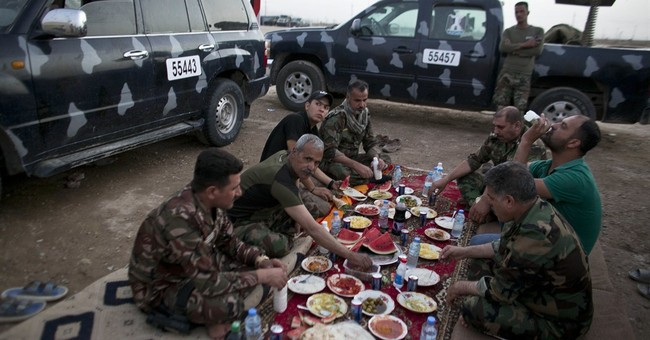 Iraqi fighters break their Ramadan fast on the IS front line