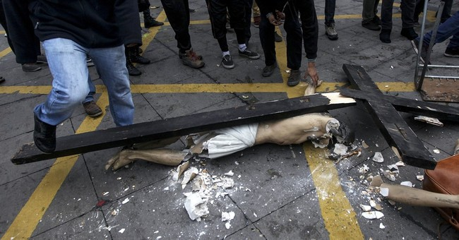 Chile: Catholic church looted by hooded vandals