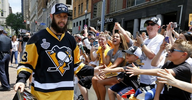 400,000 fans greet Pittsburgh Penguins at Stanley Cup parade