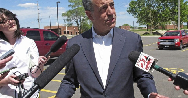 Wisconsin's Johnson, Feingold downplay political experience