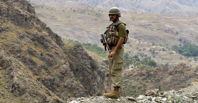 Pakistan, Afghan official in talks to ease border tensions