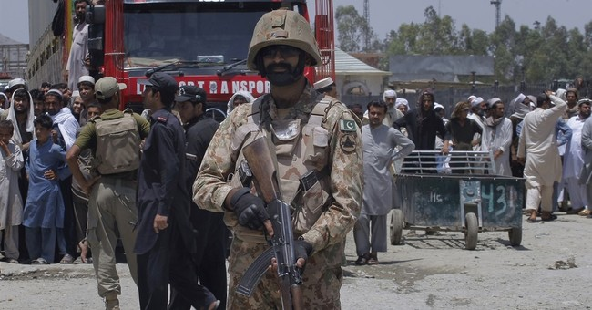 Pakistani-Afghan crossing reopens after deadly clashes