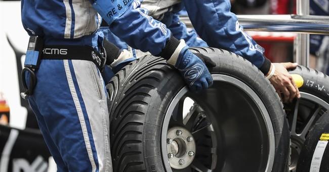 Hartley leads Le Mans; Brad Pitt official starter