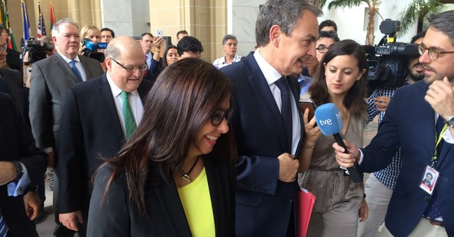 Top US diplomat to meet with Venezuela officials amid crisis