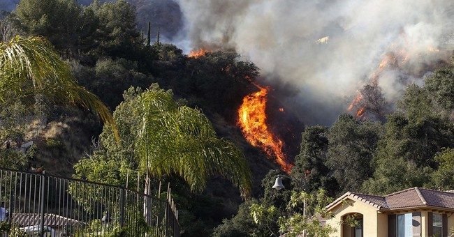 Weather helps crews battling Western wildfires _ for now