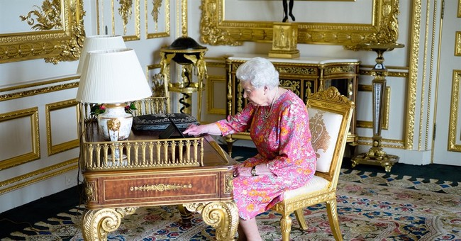 Social media monarch: Queen Elizabeth tweets birthday thanks
