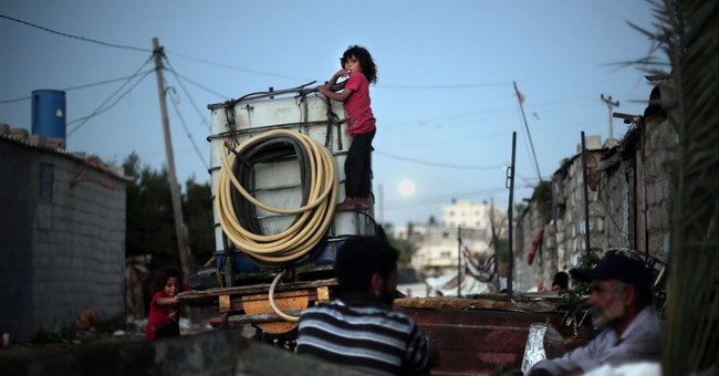 Gaza slum growth illustrates economic plight, bleak future