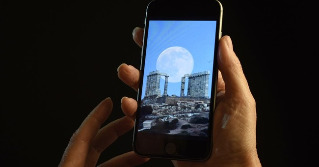 Temporary blindness linked to smartphone use in the dark