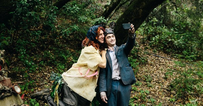 Review: 'Swiss Army Man' imaginative but tonally imbalanced