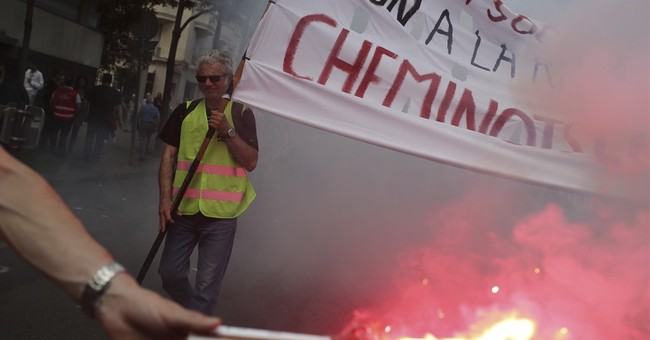 Paris labor protest takes place without violence; govt firm