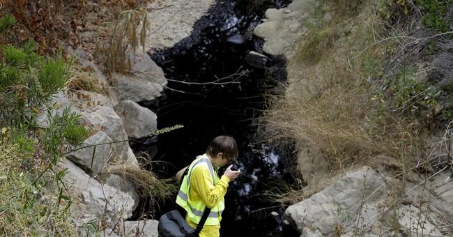Crude spews from California pipeline, but none reaches beach