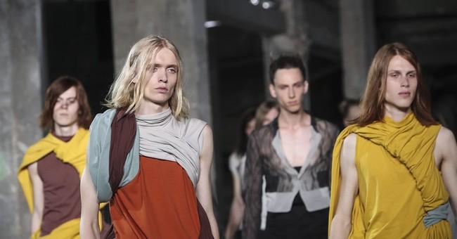 Paris sun scorches Kate Moss and David Beckham at Vuitton