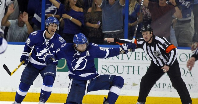 Steven Stamkos decides to re-sign with Lightning