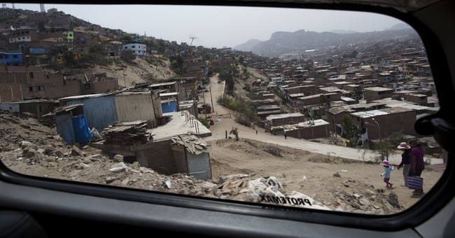 AP PHOTOS: Shantytown tours offer different view of Peru