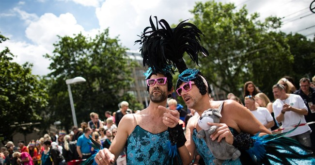 Cologne's gay pride parade pays tribute to Orlando victims