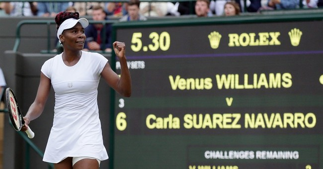 Open and shut: With roof closed, Williams rolls at Wimbledon