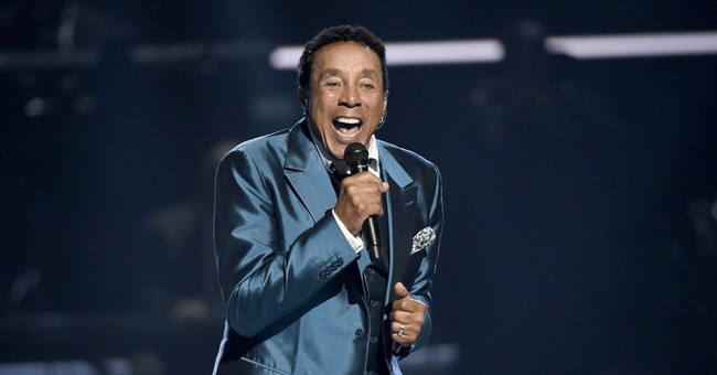 Smokey Robinson honored with national pop music prize
