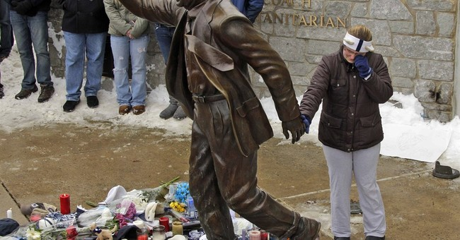 Ex-players ask Penn State to bring back Joe Paterno statue