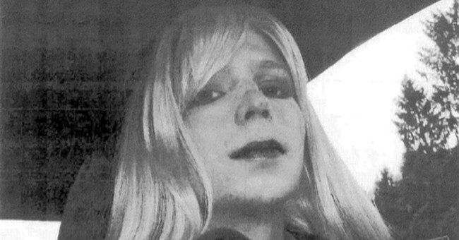 Imprisoned transgender soldier Chelsea Manning hospitalized