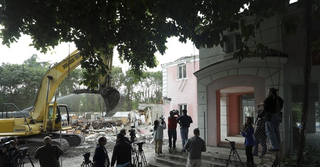 Demolition begins on Florida mansion owned by Pablo Escobar