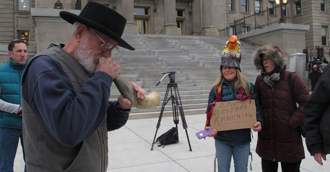 Oregon governor criticizes feds' handling of occupation