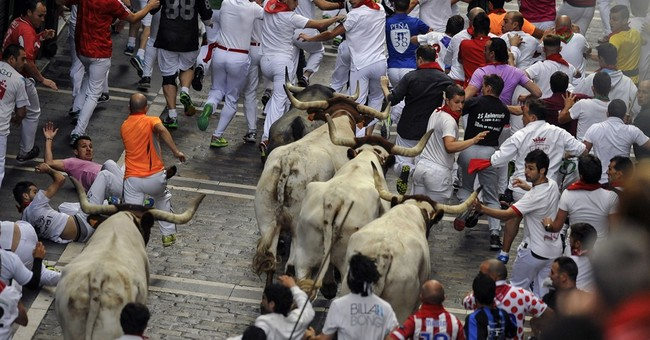 1 dead from bull-run goring in Alicante; 2 gored in Pamplona