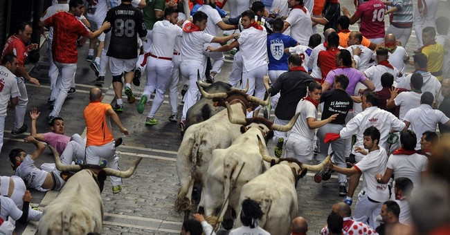 1 dead from bull-run goring in Alicante; 2 gored in Pamplona