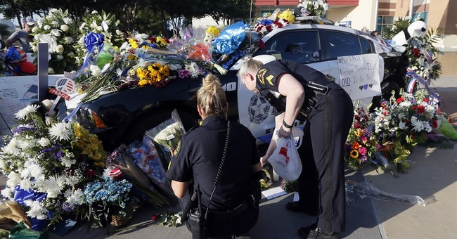 Shooting of Dallas officers spurs acts of kindness to police