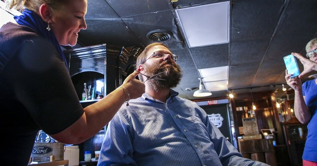 Illinois reporter shaves 'budget beard' grown during impasse
