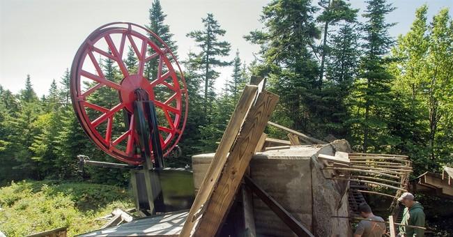 Ski resort's chairlift fails; no skiers around, no one hurt