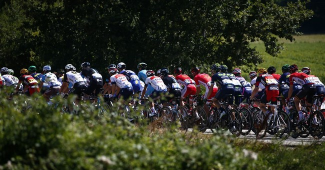 Kittel swerves out of the way and Cavendish gets win No. 4