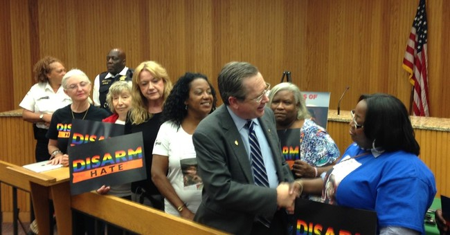 In tight race, Illinois Sen. Mark Kirk steps away from GOP