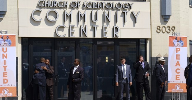 Few hundred attend rapper's gang summit in Los Angeles