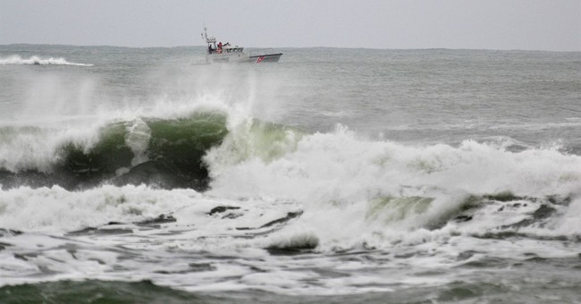 1 fisherman dead, 2 missing after boat hits Oregon jetty