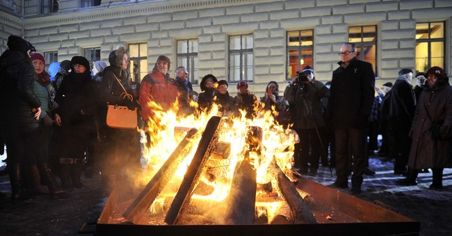Latvia marks 25th anniversary of resistance to Soviet rule