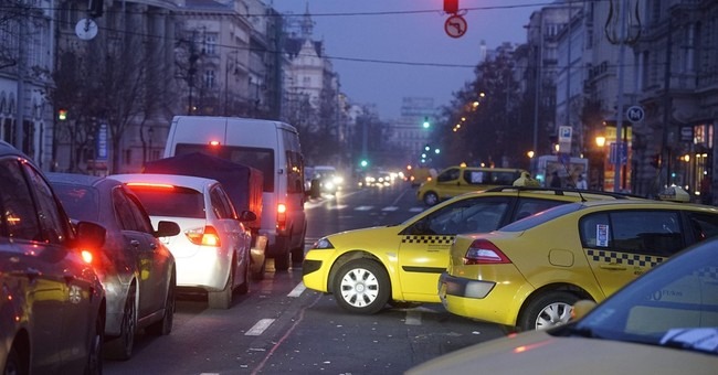 Hungary government sides with taxi drivers against Uber