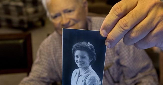 World War II veteran to reunite with wartime girlfriend