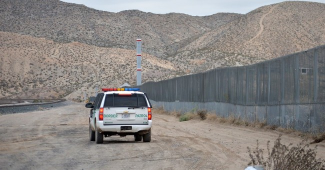 Poll: US-Mexico border residents feel ignored, oppose wall