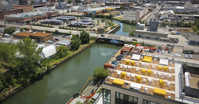 What pollution? Brooklyn area thrives along Superfund canal