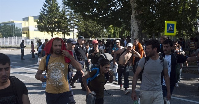 Hundreds of migrants marching to Hungary border in protest
