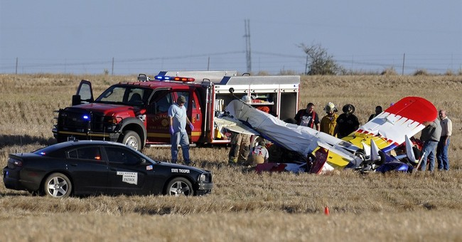 2 die when biplane crashes during acrobatics in Oklahoma