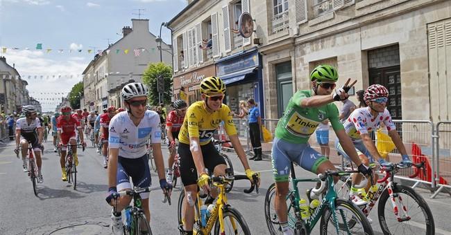 'Vive la France': Froome makes emotional Tour victory speech